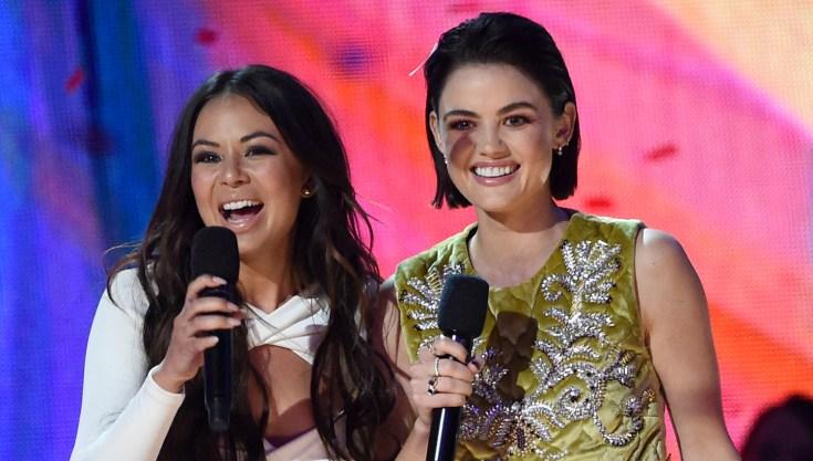 'Pretty Little Liars' Stars Win BIG @ Teen Choice Awards '17 image