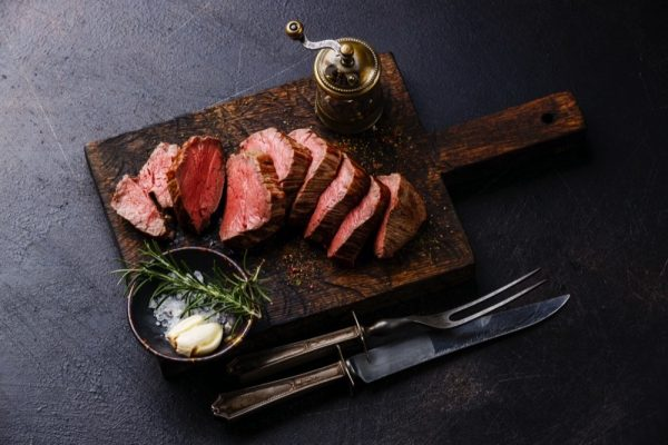 THE SECRET OF COOKING BISTRO-QUALITY SIZZLING STEAKS