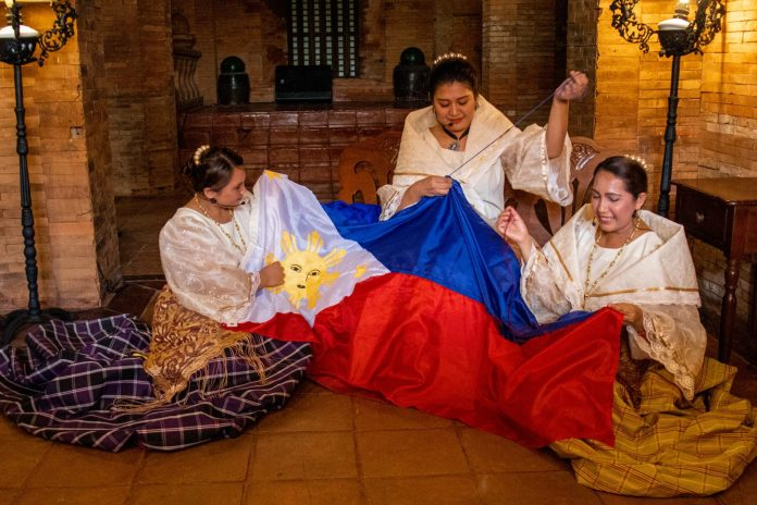 Las Casas Filipinas de Acuzar: Making of Philippine Flag