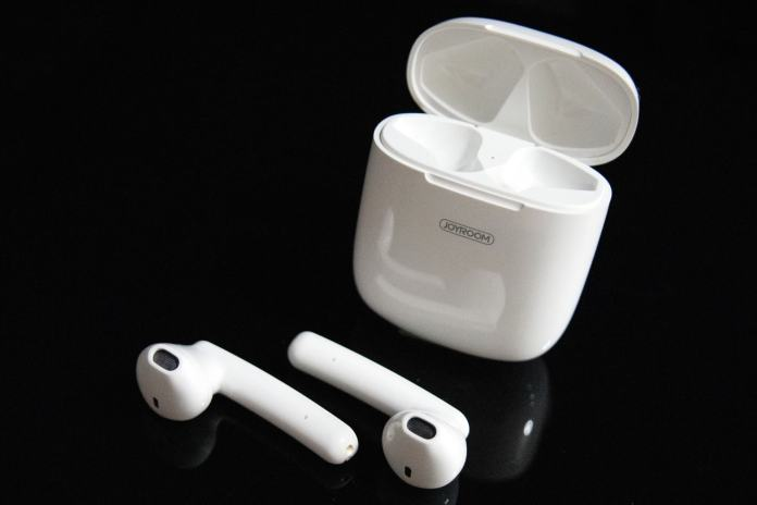Joyroom JR-T04S TWS Earphones and Charging Case