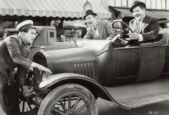 """Fotograma de """"Two tars"""" con un Ford T (1928)"""