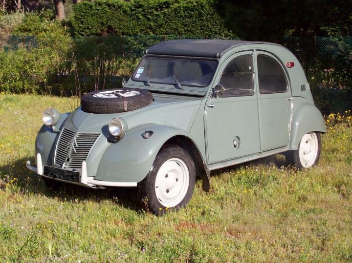 "Citroën 2CV ""Sahara"""