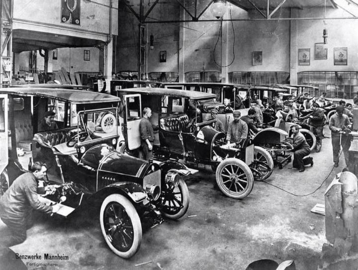 Historia de Mercedes-Benz: Tras la fusión, la nueva empresa tuvo cinco fábricas: las dos de Benz en Mannheim-Waldhof y en Gaggenau (comprada en 1909) y las tres aportadas por la DMG: Untertürkheim, Berlin-Marienfeld (comprada en 1902) y Sindelfingen | Foto: Daimler AG