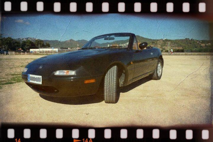 Puck, un Eunos Roadster lateral