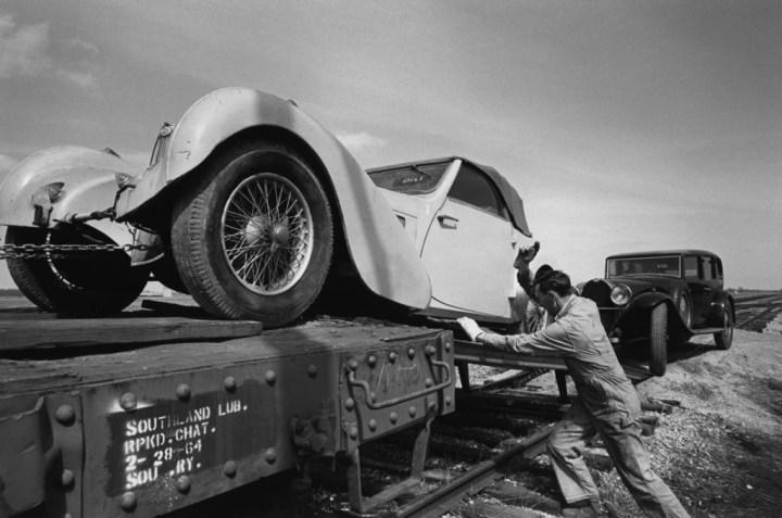La carga de los 30 Bugatti de John Shakespeare | velocetoday.com