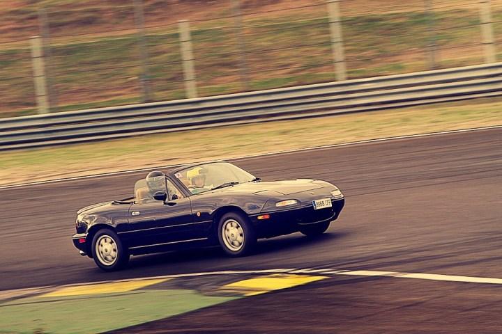 Mazda MX-5 Miata Eunos Roadster | ICON ROAD