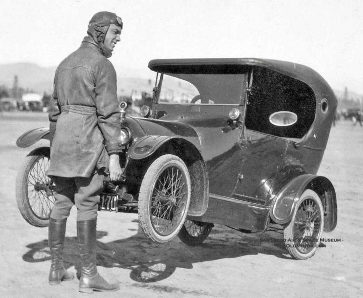A finales de siglo Peugeot ya ha vendido 300 coches y en los primero años del siglo XX fueron los reyes del mambo automovilístico en Francia, con vehículos como este Peugeot Bebé