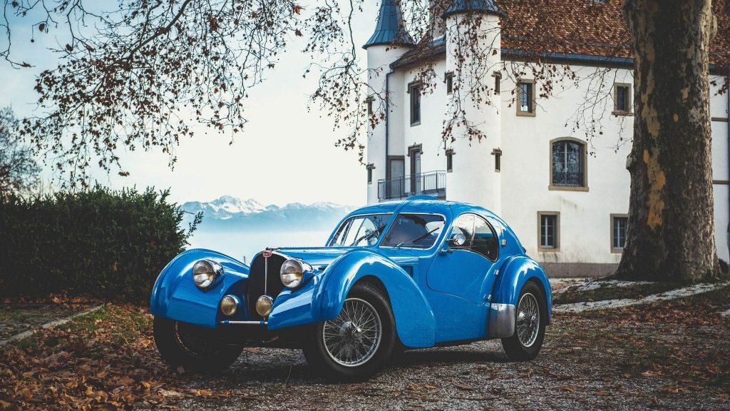 Artcurial 1936 Bugatti 57 Atlantic modifiée Erik Koux 852.936 €