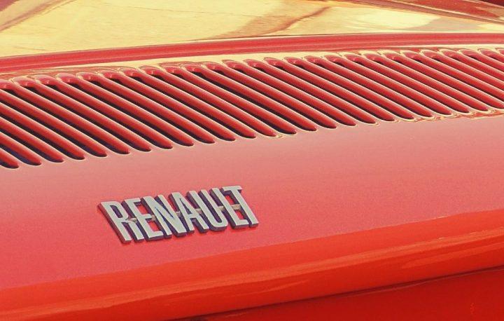 Typography Renault 8