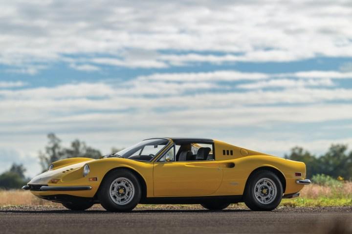 Ferrari Dino 246 GTS by Scaglietti (1972) 340.500 $ | RM Sotheby's