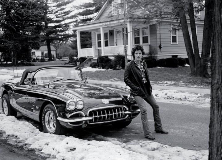 Bruce Springsteen con su Chevrolet Corvette en New Jersey en 1978 | Frank Stefanko