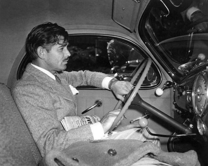 Clark Gable a bordo de un Lincoln Zephyr en 1940
