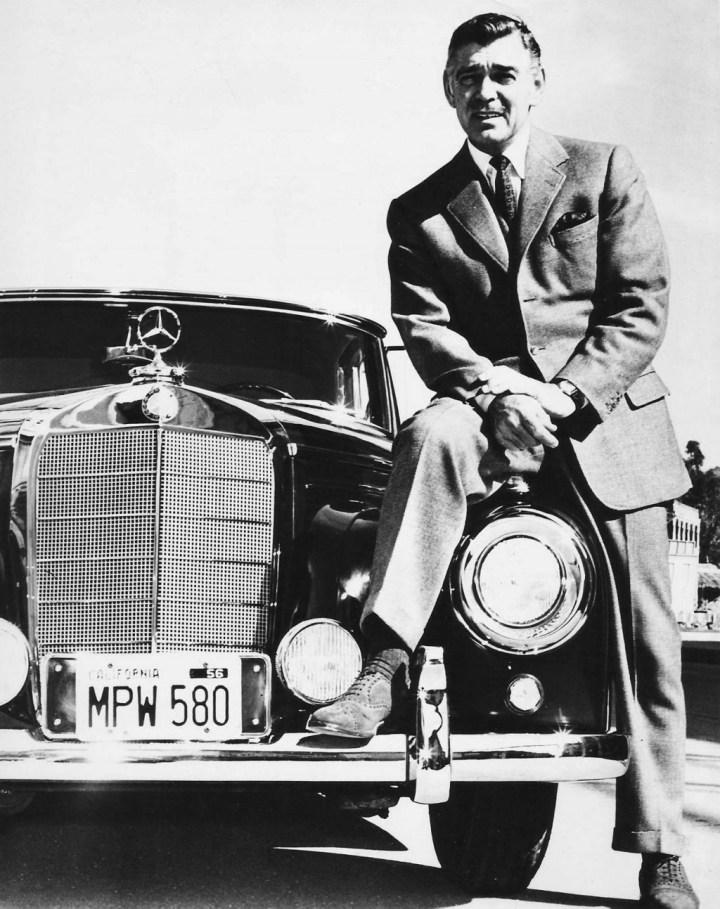 Clark Gable con su Mercedes-Benz 300 SC Cabriolet en 1957 | AF Archive/Alamy