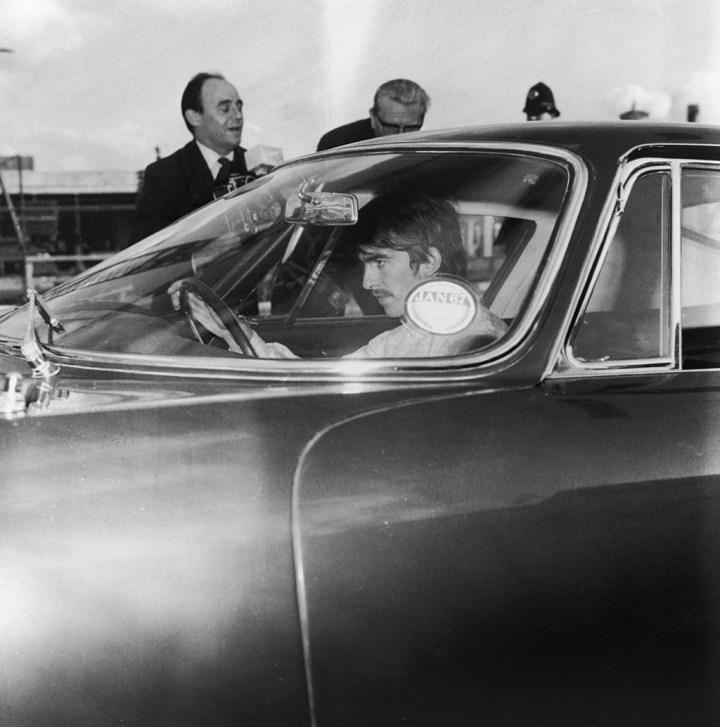 George Harrison a bordo de su Ferrari 275 GTB en 1966 | George Stroud/Hulton Archive/Getty Images