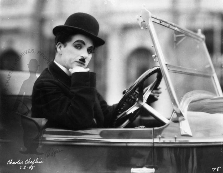 Stars & Cars 3 Charlie Chaplin con su Pierce Arrow Dual Cowl Phaeton de 1929