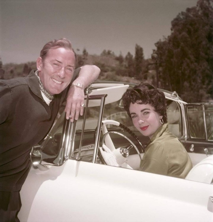 Stars & Cars 3 Elizabeth Taylor con su segundo marido, el actor Michael Wilding hacia 1955 | Archive Photos:Getty Images