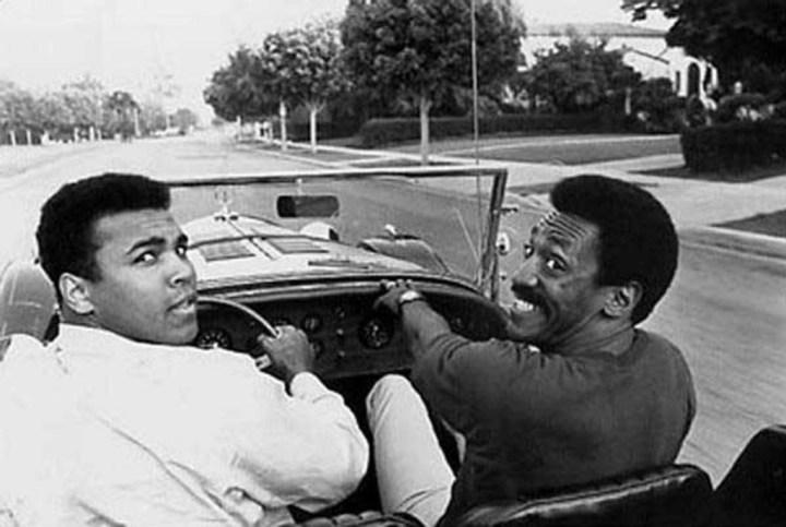 Stars & Cars 3 Muhammad Ali y Bill Cosby en un Excalibur SS Roadster de 1965
