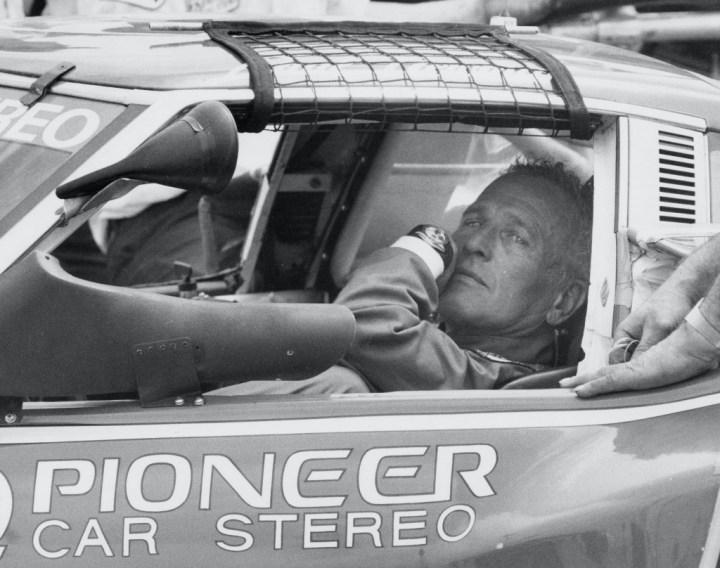 Stars & Cars 3 Paul Newman en el circuito de Riverside Raceway en 1981 | Ron Galella:WireImage