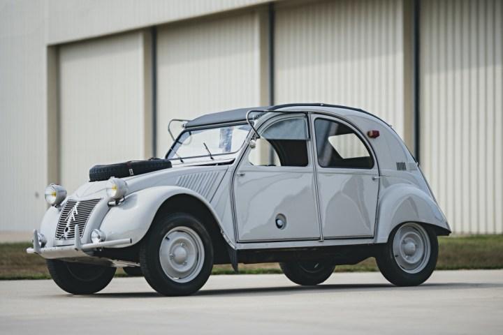 RM Sotheby's Elkhart 1965 Citroen 2CV Sahara 106.400 $