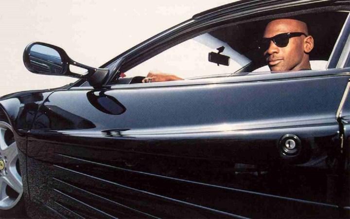 Michael Jordan al volante de su ferrari Testarossa