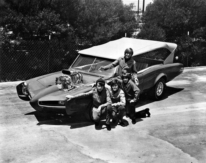 Personajes singulares y sus coches: The Monkees en 1967 con su Monkeemobile diseñado por Dean Jeffries | Raybert Productions