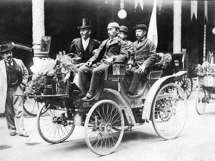 Primeras carreras de coches: Isaac y Paul Koechlin de Valentigney, vencedores de la Paris-Burdeos-Paris de 1895 con su Peugeot-Daimler Type 7 Phaeton