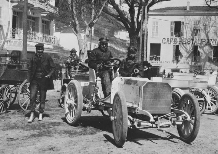 Primeras carreras de coches: Wilhelm Werner al volante del Mercedes 35HP en la Semana de la Velocidad de Niza en 1901