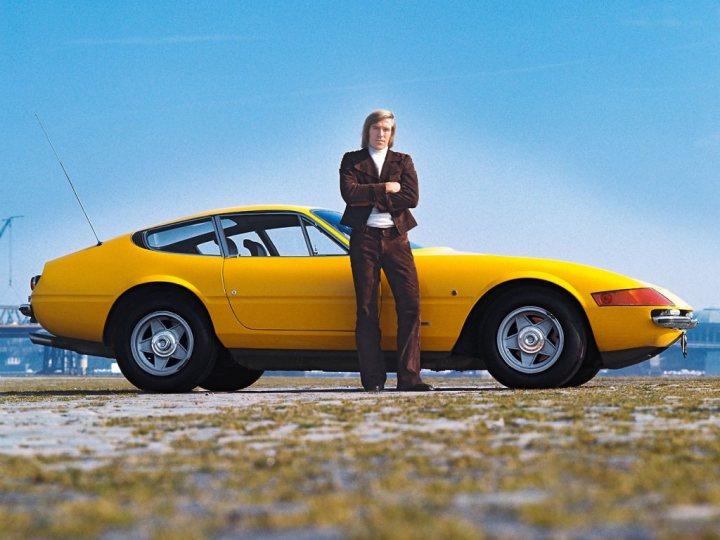 Stars & Cars: El futbolista alemán Günter Netzer con su Ferrari Daytona