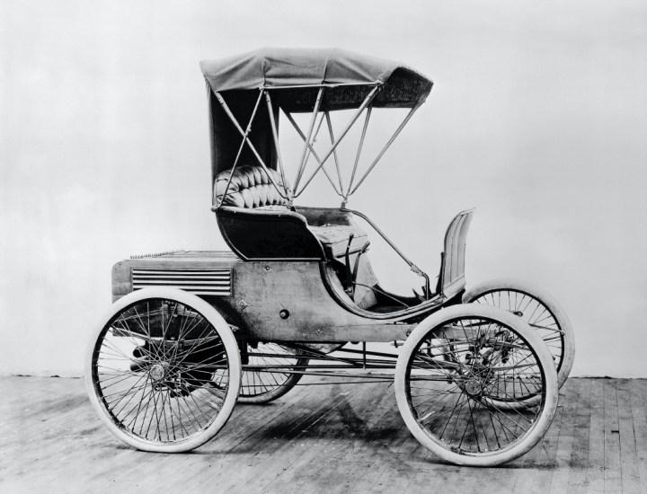 El primer automóvil fabricado por Winton se vendió el 24 de marzo de 1898