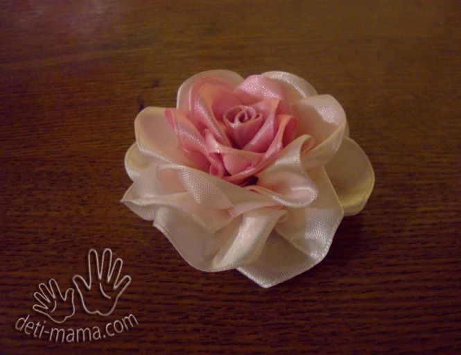 DIY-Beautiful-Satin-Ribbon-Rosette-9.jpg