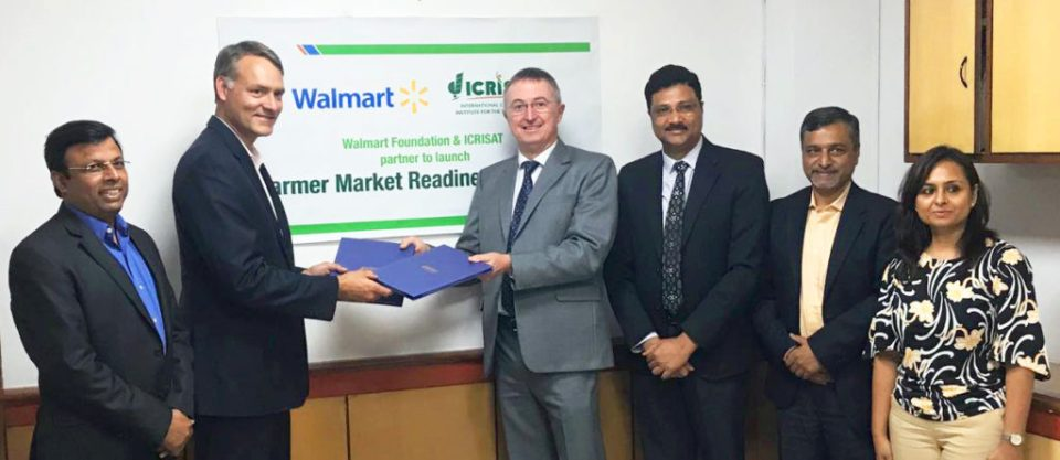 (L-R) Rajneesh Kumar, Chief Corporate Affairs, Walmart India,  Paul Dyck, Walmart Vice President of Global Public Policy and Government Affairs, Dr Peter Carberry, Director General (Acting), ICRISAT, Dr Arabinda Kumar Padhee, Director, Country Relations and Business Affairs, ICRISAT, Amit Chakravarty, Chief of Staff, ICRISAT, and Sunita Patnaik, General Manager, Corporate Affairs, Walmart India, at the meeting in New Delhi.