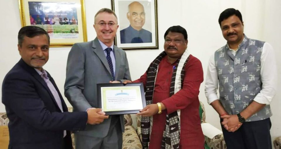 (L-R) Amit Chakravarty, Chief of Staff, ICRISAT, Dr Peter Carberry, Director General (Acting), ICRISAT, Jual Oram, Union Minister for Tribal Affairs, Govt. of India, and Dr Arabinda Kumar Padhee, Director, Country Relations and Business Affairs, ICRISAT, at the meeting.