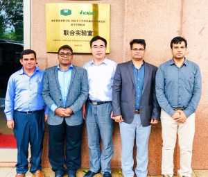 ICRISAT team at ICRISAT-SAAS Joint Laboratory for Peanut Biotechnology with Dr Hongjun Zhao (middle), Director, SPRI, Qingdao