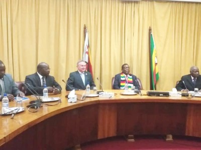 Dr Peter Carberry, Director General, ICRISAT (third from left), met the President of Zimbabwe, Emmerson Mnangagwa (second from right) at his office in Harare on 27 February. Photo: ICRISAT