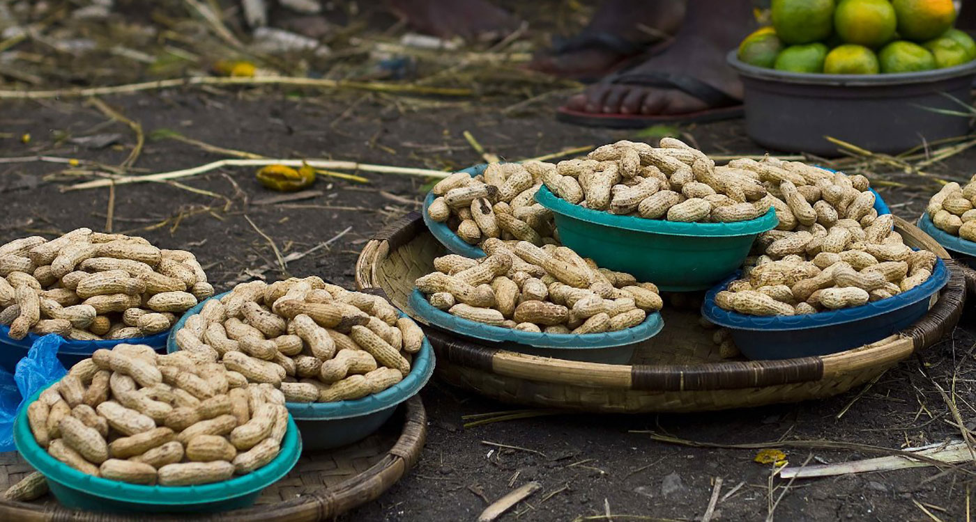 Groundnuts for sale roadside. Photo: ICRISAT/Swathi Sridharan