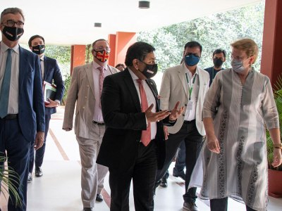 (left to right) High Commissioner Ellis, Lord Ahmad and Dr Jacqueline Hughes, Director General, ICRISAT, up on the arrival of the UK delegation at ICRISAT.