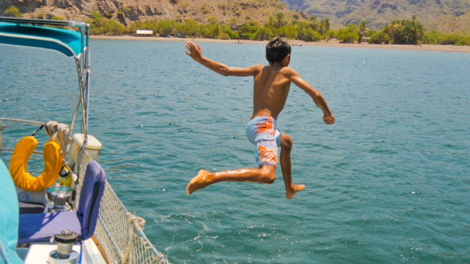 Carlos leaping from the lifelines in Agua Verde.
