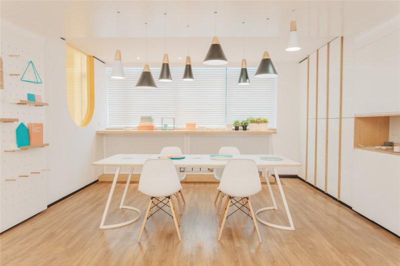 15-id-warm-clinic-a_waiting_area_like_a_dining_room
