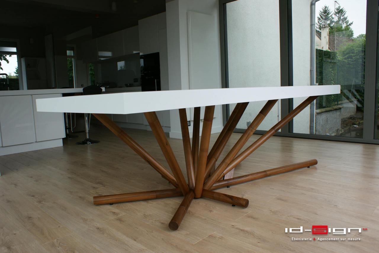 table design en bois de noyer