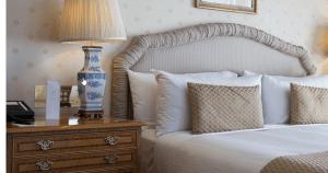 bed, bedroom furniture