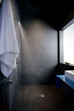 piastrelle esagonali nere stile industrial chic arredo bagno