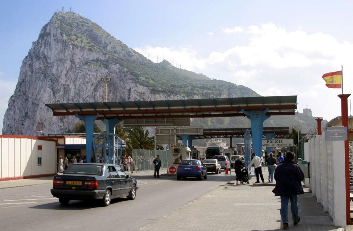 De Gibraltar, testosterona y diversión patriótica para la plebe.