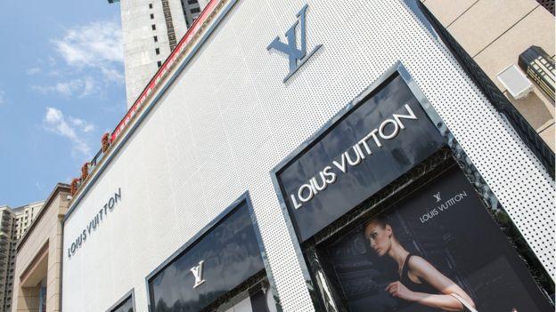 Fake Loius Vuitton store in Renhui china - Photo by Zigor Aldama