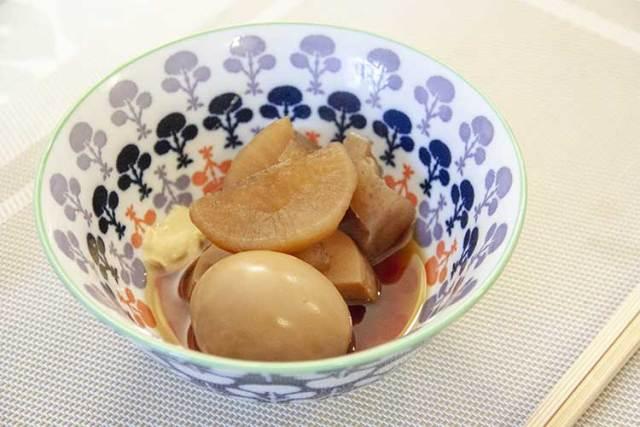 oden dans un bol japonais