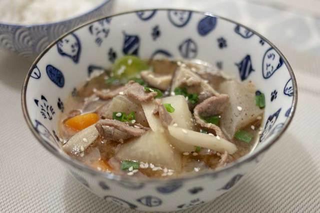 tonjiru soupe miso au porc et légumes