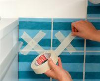 mettere del nastro carta sulla mattonella