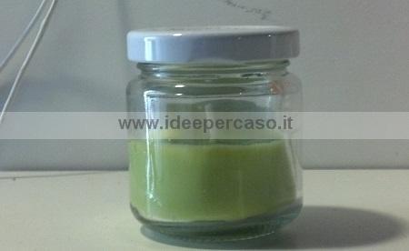 candela di cera fai da te in vasetto di vetro riciclato con tappo