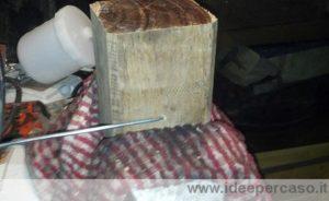 piegare filo di ferro intorno al legno