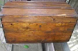 baule in legno restaurato e lucidato a gommalacca