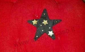 stella fai da te carta crespa nera e stelline dorate